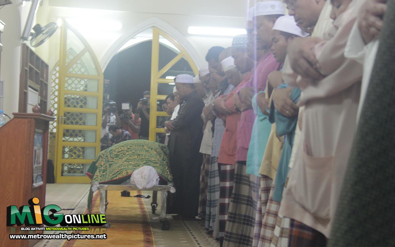 Jenazah allahyarham bob kuman disembahyangkan di masjid kuning kota